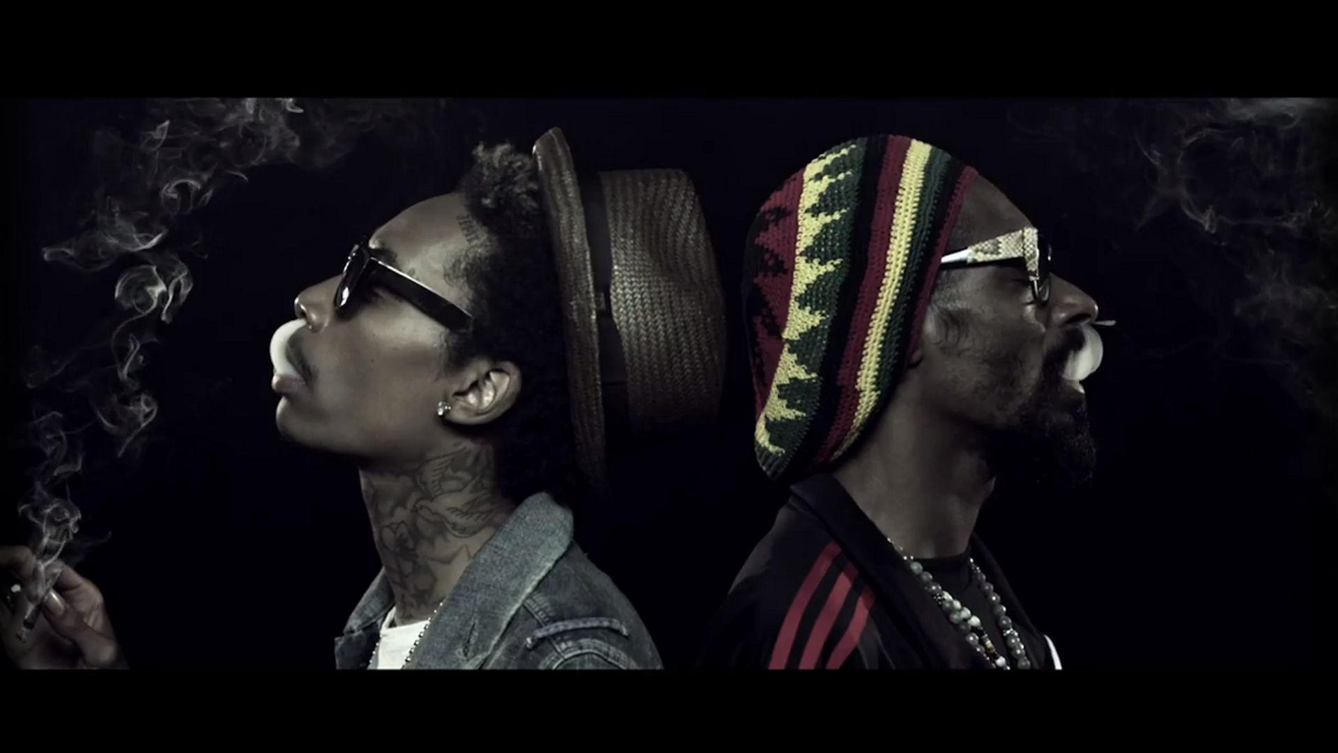 Wiz Khalifa and Snoop Dogg Smoking • Rap Wallpapers